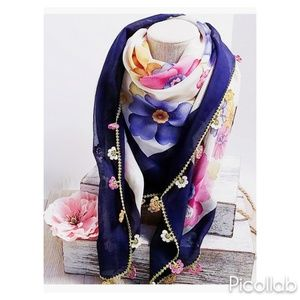Papatya Embroidered Trim Scarf